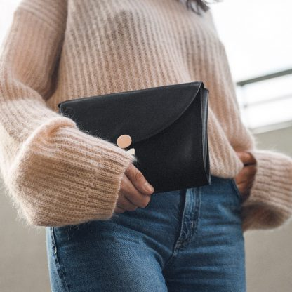 Noir d'Orion, sac pochette Hélios, lookbook